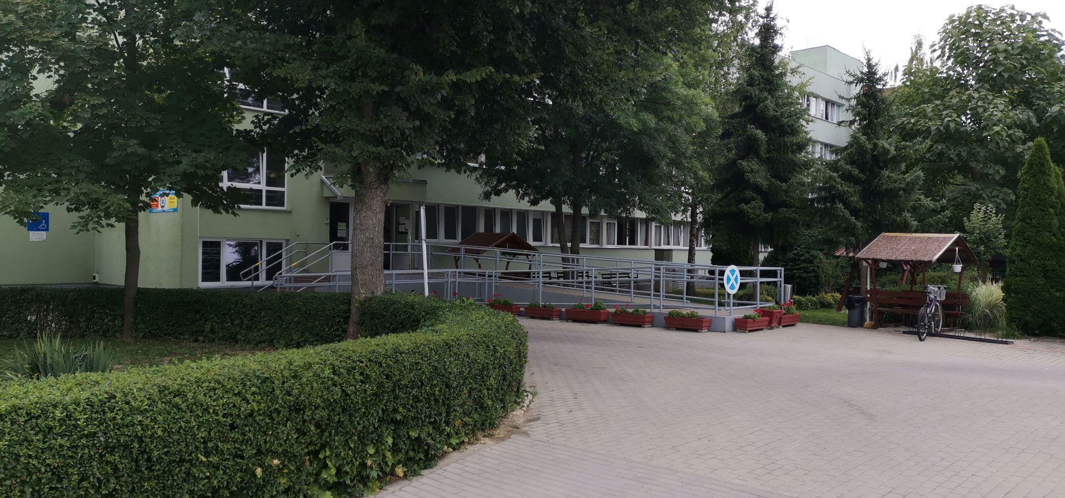 Intézet bejárata